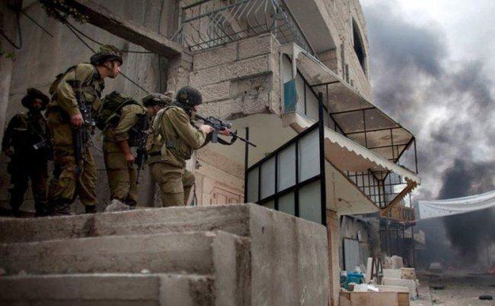 الاحتلال يسرق مبالغ كبيرة من منزل أحد المواطنين