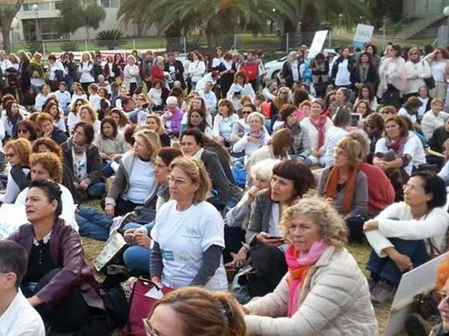 آلاف (الإسرائيليات) يتظاهرن ضد العنف الأسري