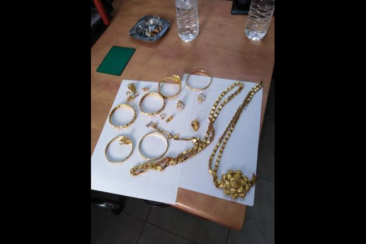 كشف ملابسات سرقة مصاغ ذهبي بقيمه 10 الاف دينار