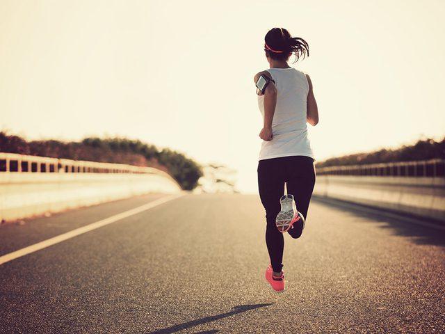 5 عادات توقفي عنها بعد رياضة الركض أو المشي