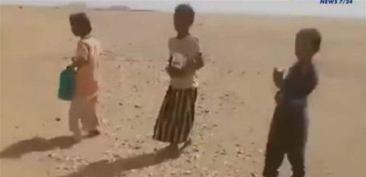 فيديو مؤثر لأطفال عطشى في صحراء الجزائر