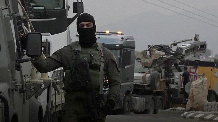 قوات الاحتلال تطلق منطادا وسواتر ترابية حدود لبنان