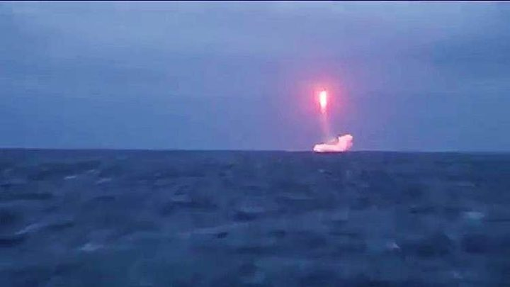 كاميرا صاروخ فالكون يوثق سقوط أجزائه في المحيط