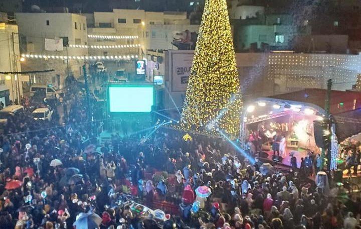 بيت ساحور تُضيء شجرة عيد الميلاد المجيد
