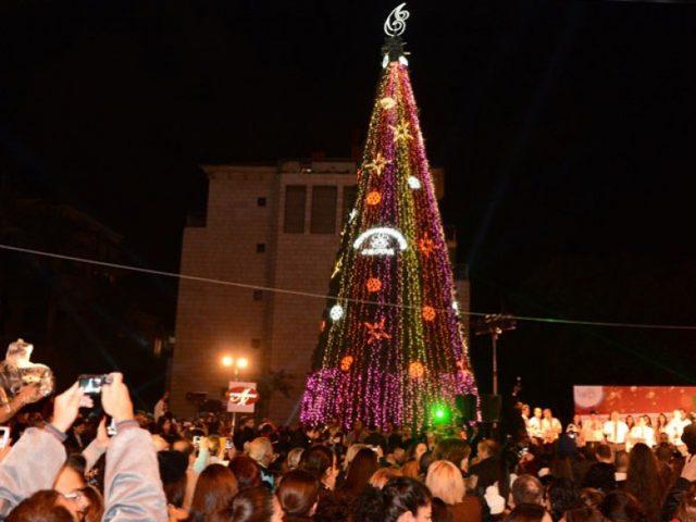 إضاءة شجرة الميلاد في بيت ساحور