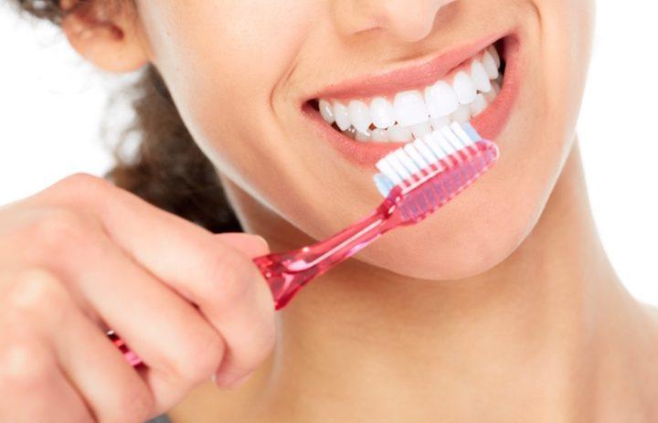 العلاقة بين تنظيف الأسنان وارتفاع ضغط الدم
