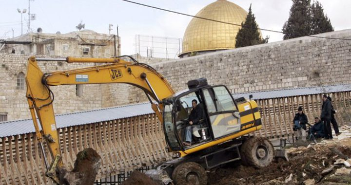 الحكومة تحذر من خطورة حفريات الاحتلال تحت الأقصى