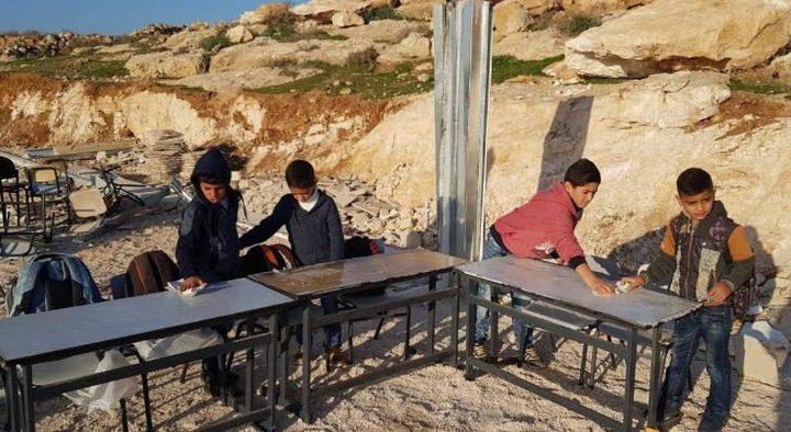 الاحتلال يعتدي على مدرسة التحدي 13 جنوب الخليل