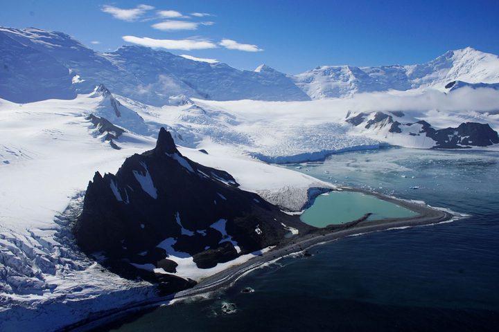 العثور على قاعدة عسكرية وحضارة قديمة في القطب