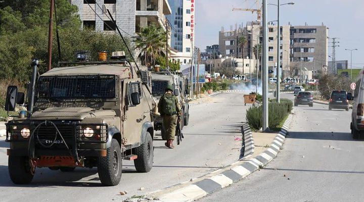 """قوات الاحتلال تقتحم مقر """"وفا"""" وتستهدف الموظفين"""