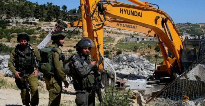 الاحتلال يخطر منزلا بوقف البناء فيه غرب بيت لحم