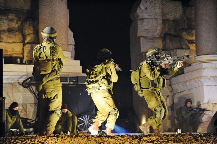 قوات الاحتلال تعتقل تسعة شبان جنوب نابلس