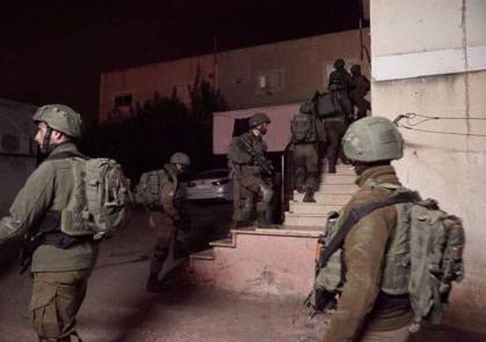 اعتقال 7 مواطنين في الضفة