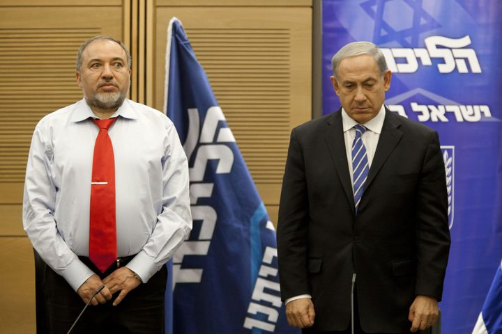 ليبرمان يطالب نتنياهو بوقف تدفق المال القطري لحماس