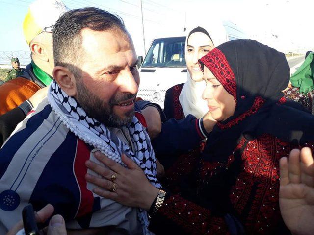 الاحتلال يُفرج عن أسيرين من غزة