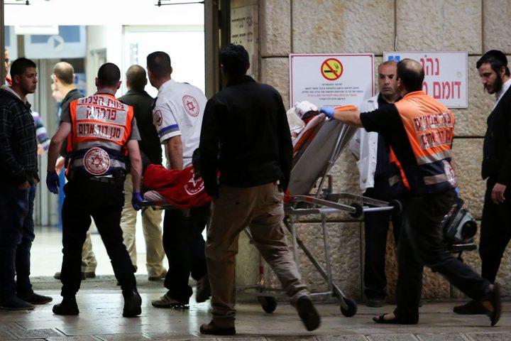 اصابة مستوطنين طعنًا قرب القدس وانسحاب المنفذَين