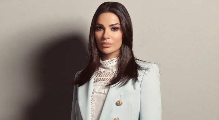 اي مصمم عربي وقع اطلالة نادين نسيب نجيم؟