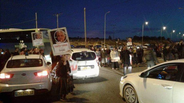 مستوطنون يتجمعون شرق رام الله ويحرضون على قتل الرئيس عباس