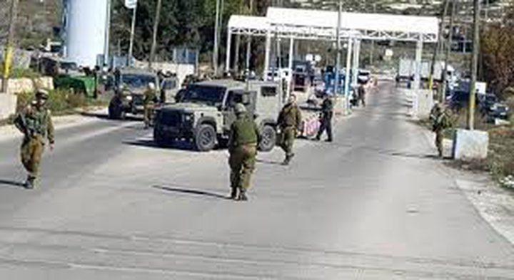 الاحتلال يغلق حاجز بيت إيل ومفترق عين سينيا