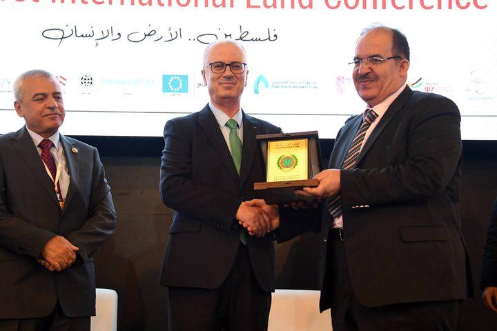رئيس الوزراء د.رامي الحمد الله في مؤتمر فلسطين الدولي الأول للأراضي.