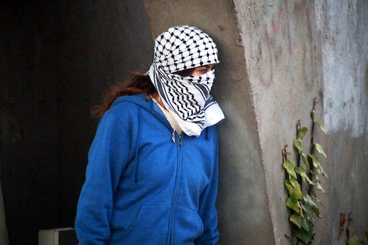متظاهرون فلسطينيون يتصارعون مع القوات الاسرائيلية بالقرب من مستوطنة بيت ايل اليهودية فى مدينة رام الله بالضفة الغربية فى 13 ديسمبر عام 2018. ذكر الجيش ان فلسطينيا قتل بالرصاص جنديين اسرائيليين فى محطة للحافلات فى الضفة الغربية المحتلة مما اثار شرارة اطلاق النار. غارات في مدينة رام الله بالضفة الغربية قتل فيها فلسطيني. وجاء الهجوم بعد ساعات من مقتل قوات الأمن الفلسطينية لاثنين من المشتبه فيهم بالقتل ، مع مخاوف من اضطرابات واسعة النطاق