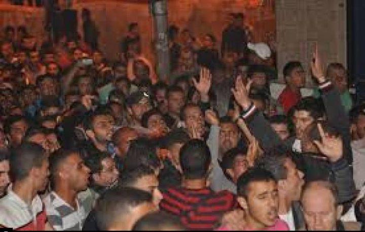 مسيرات عفوية بطولكرم ومداهمات للاحتلال فجرا