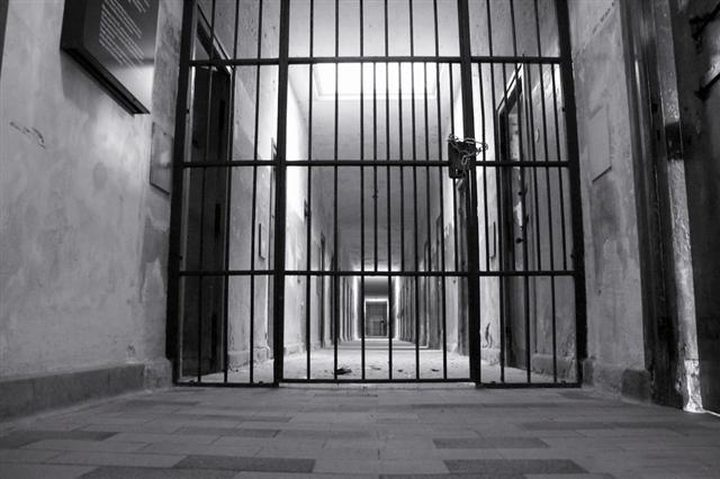 السجن مدى الحياة لرجلان قتلا شابة والتهماها!