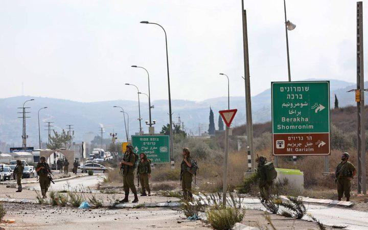 مستوطنون يعتدون على المواطنين واغلاق حاجز حوارة
