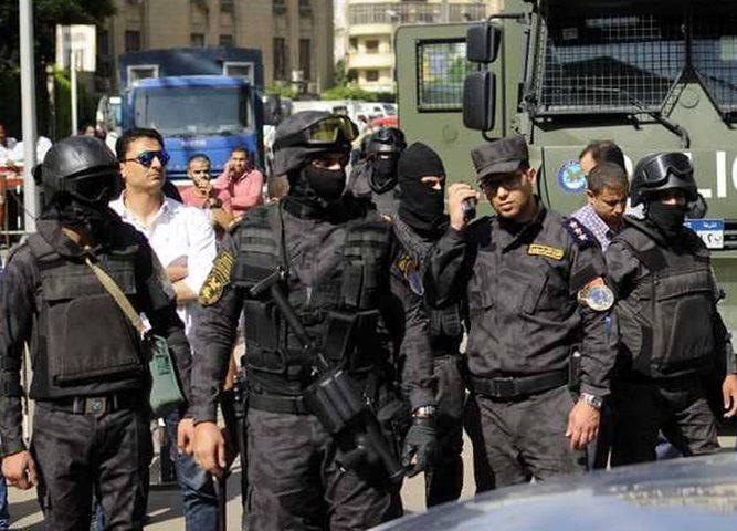 شرطي مصري يقتل اثنين من الاقباط في المنيا