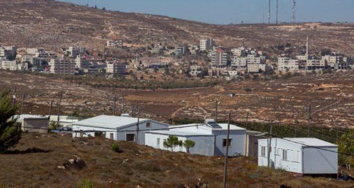 """الاحتلال يضع كرفانات بالقرب من مستوطنة """"عمونا"""" شمال رام الله"""