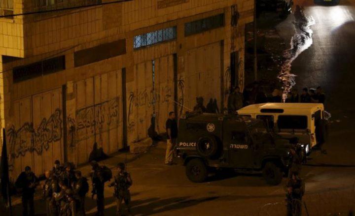 حملة اعتقالات واسعة تطال عشرات المواطنين في مدن الضفة