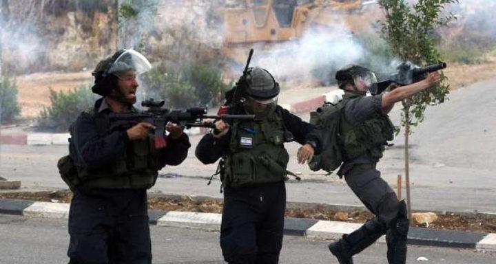 إصابات بالرصاص والاختناق خلال مواجهات مع الاحتلال في المغير