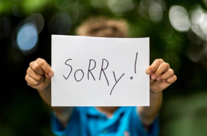 علماء: لا فائدة من تعليم الأطفال الاعتذار!