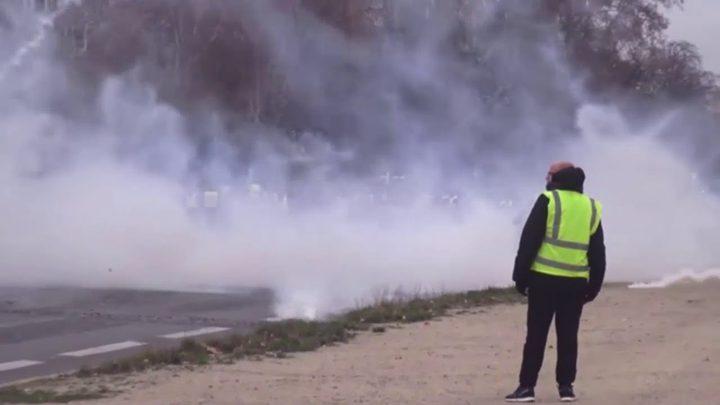 باريس.. اعتقال 60 من متظاهري السترات الصفراء