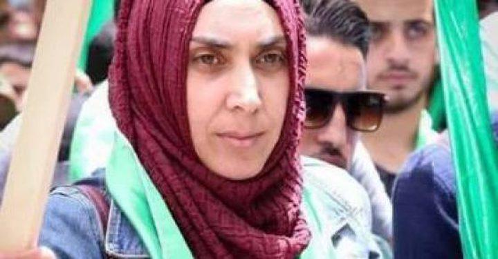 الحكم على والدة الشهيد محمد أبو غنام بالسجن مدة (11) شهراً