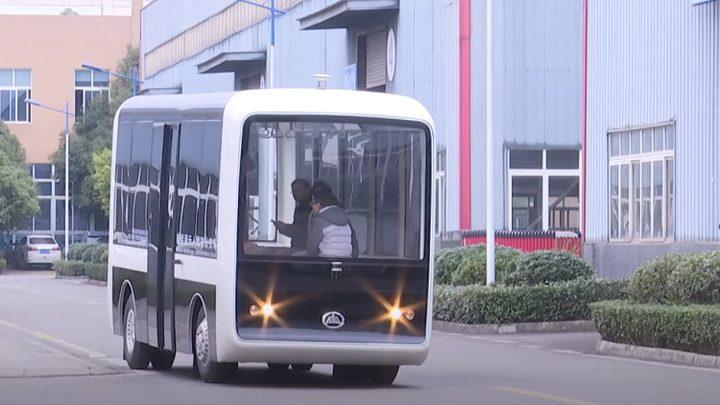الصين تدخل حافلات ذاتية القيادة إلى أسطول النقل العام