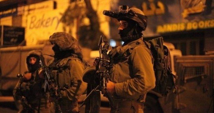 الاحتلال يغلق مدخلي مخيم الفوار ودورا الشرقي