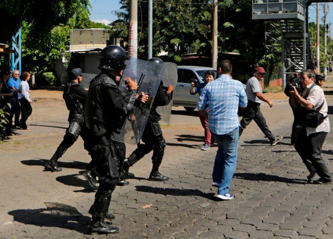 الشرطة في نيكاراغوا تعتدي على الصحفيين