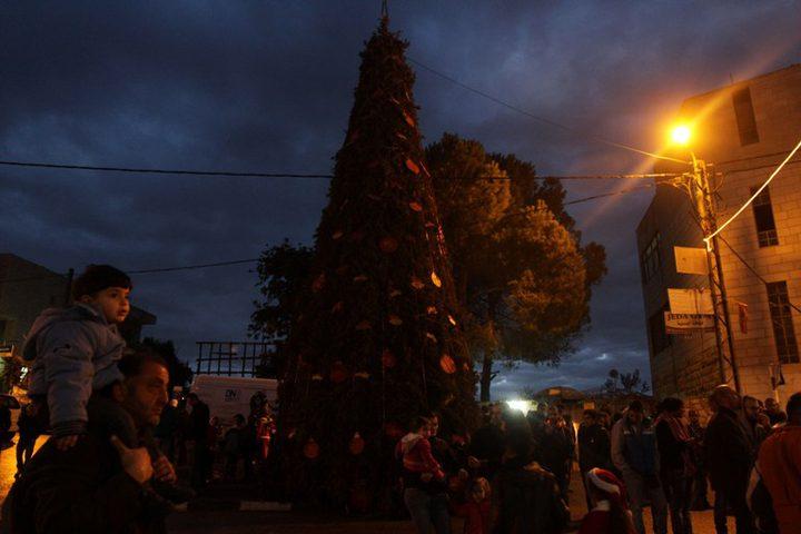 بيرزيت تضيء شجرةالميلاد دون احتفالات حدادا على أرواح الشهداء
