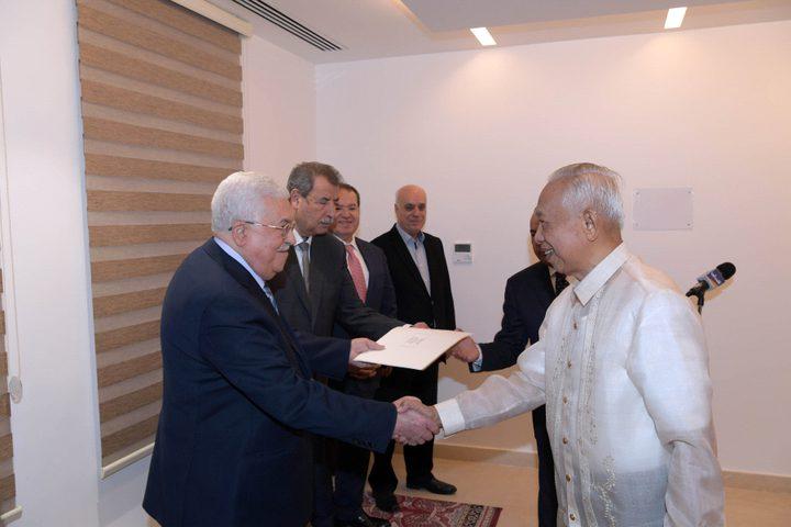 الرئيس يتقبل أوراق اعتماد سفراء عدة دول لدى فلسطين