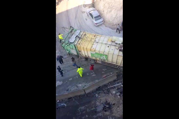 إصابة ثلاثة طلاب إثر انزلاق شاحنة في جبل المكبّر