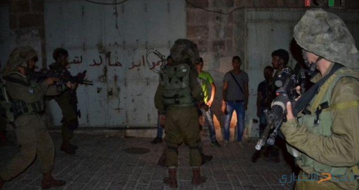 القناة السابعة العبرية: اعتقال 24 فلسطينيا في الضفة