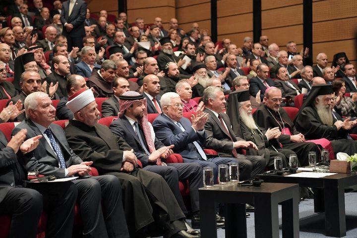 الرئيس الفلسطيني محمود عباس والعاهل الأردني الملك عبد الله الثاني وولي العهد الأردني ولي العهد يحضران احتفالات الكنائس بمناسبة عيد الميلاد ، في عمان ، الأردن يوم 18 ديسمبر عام 2018.