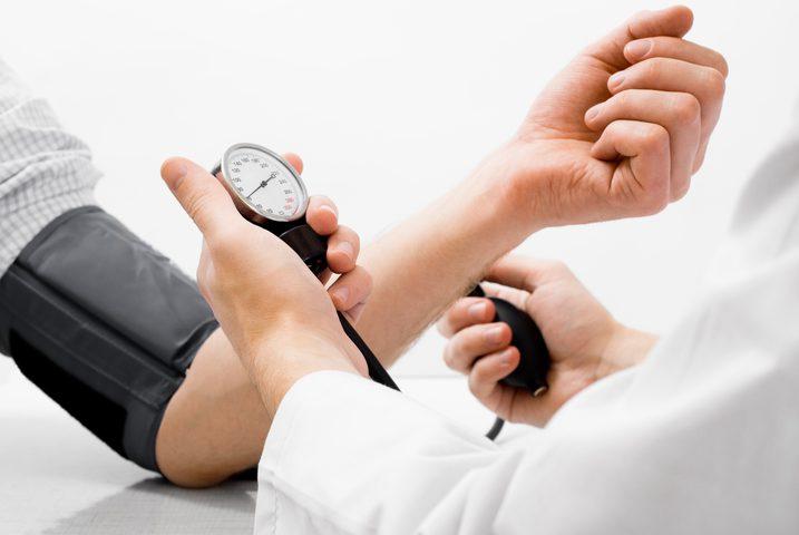 ما هي أعراض ارتفاع ضغط الدم المفاجئ؟