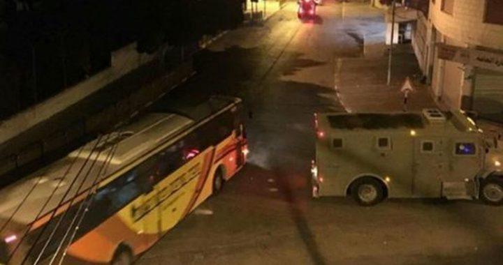 إلقاء قنبلة يدوية نحو حافلة مستوطنين قرب جنين