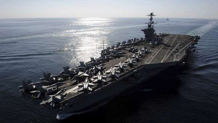 الحرس الثوري الإيراني يطلق صواريخ باتجاه حاملةطائرات أمريكية