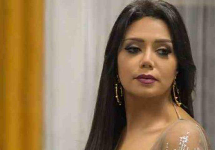 من جديد.. رانيا يوسف تثير الجدل بفستان أصفر !