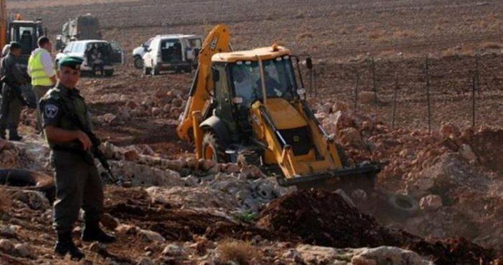 مستوطنون يجرفون أراضي في عورتا شرق نابلس