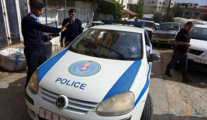 مواطن يسلم مركبته غير القانونية للشرطة