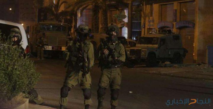 قوات الاحتلال تنصب الحواجز على مداخل الخليل